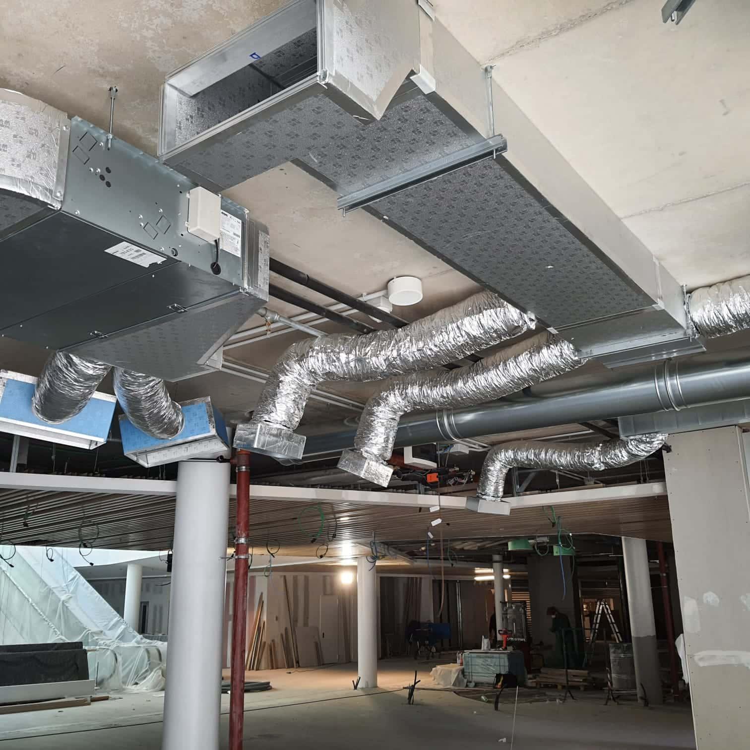 Impianto di trattamento ed espulsione aria presso attività commerciale 3