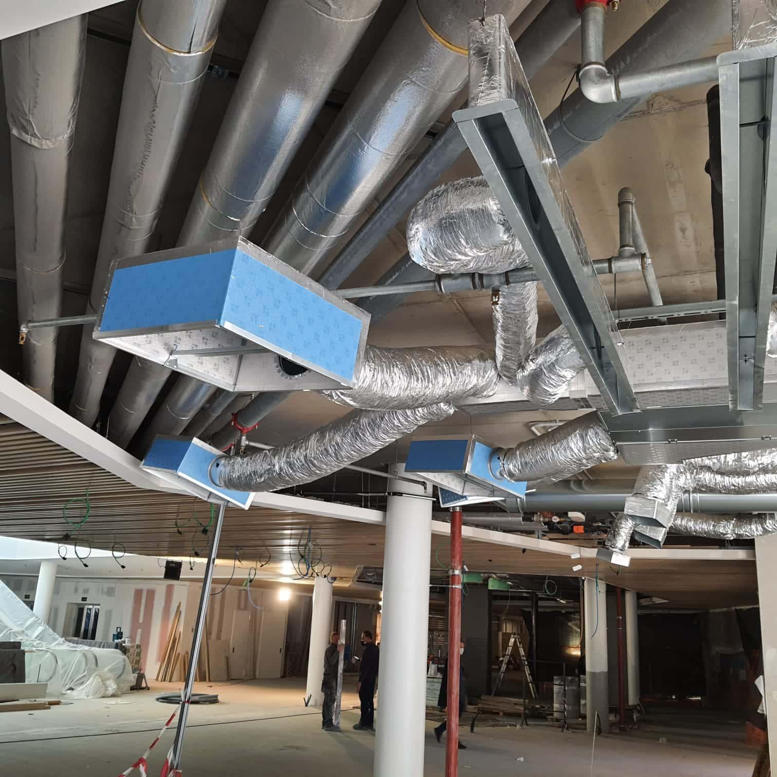 Impianto di trattamento ed espulsione aria presso attività commerciale 4
