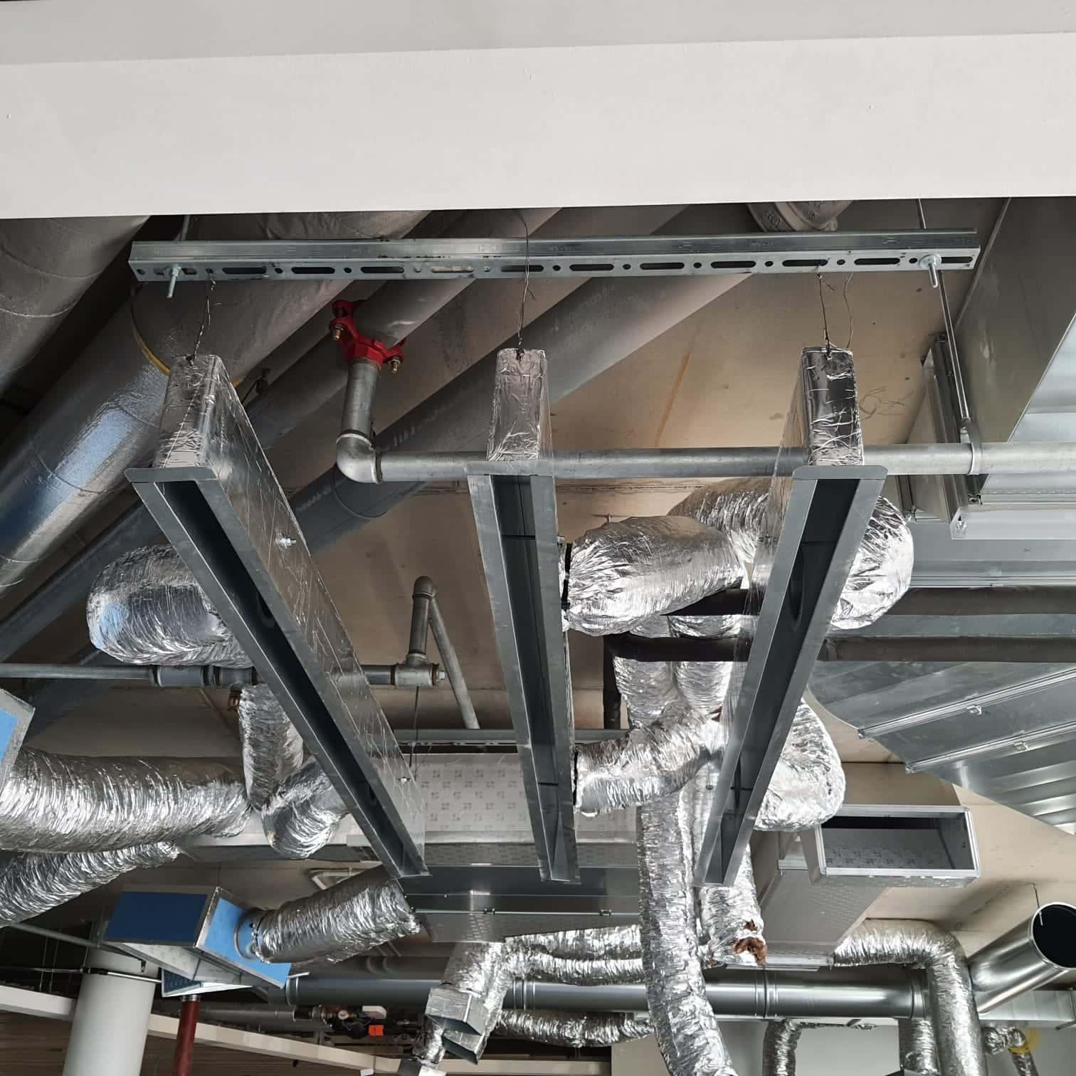 Impianto di trattamento ed espulsione aria presso attività commerciale 5